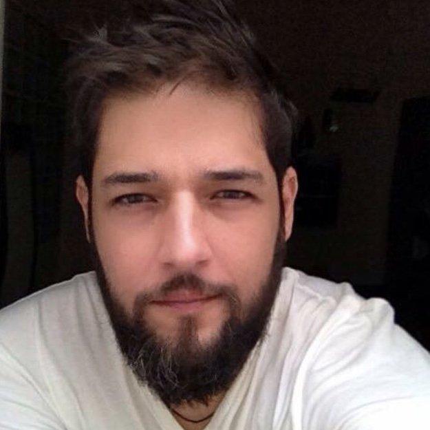 Karim Fuentes - Marketing Consultant. APP/Web UX/UI Dev & Art Director